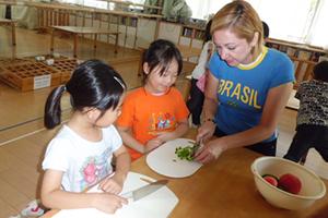 少子高齢化対策を、質の高い保育園・学童クラブ運営により実践し、社会貢献をします。